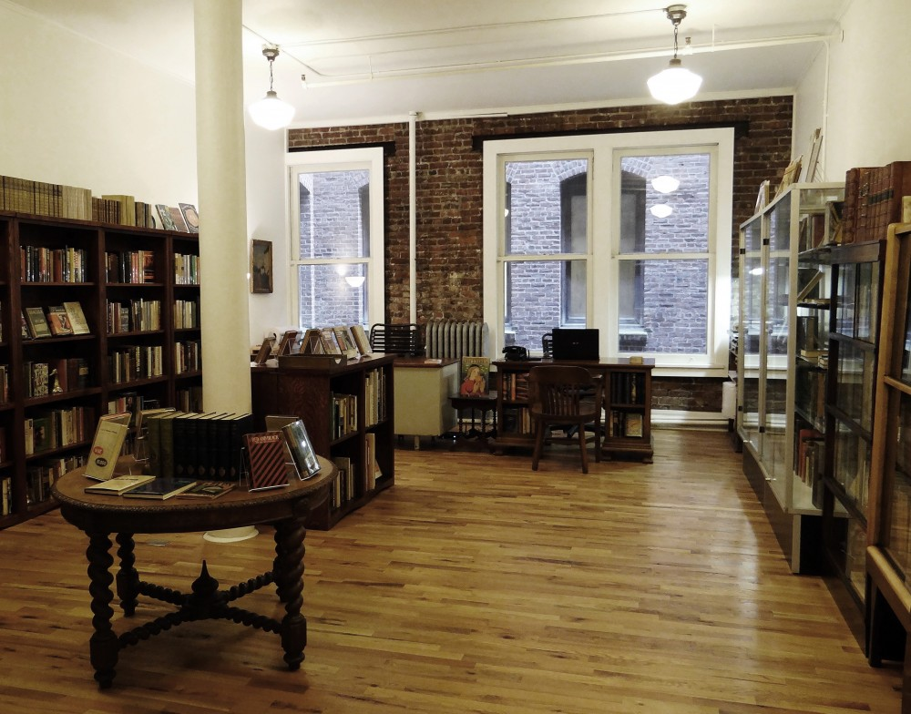 ... antiquarian bookshop in downtown Portland, Oregon, welcoming visitors  by appointment only. We specialize in 20th Century literature and signed  books.